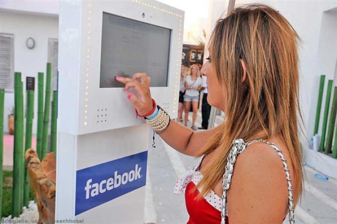 Grafik Facebook im Hotel auf Ibiza