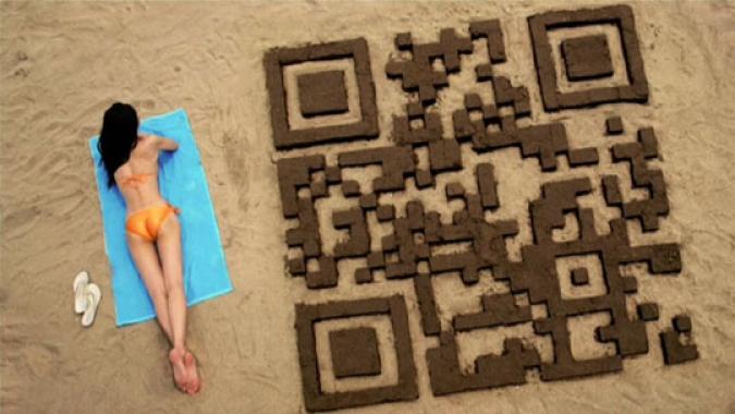Grafik QR Code Frau am Strand